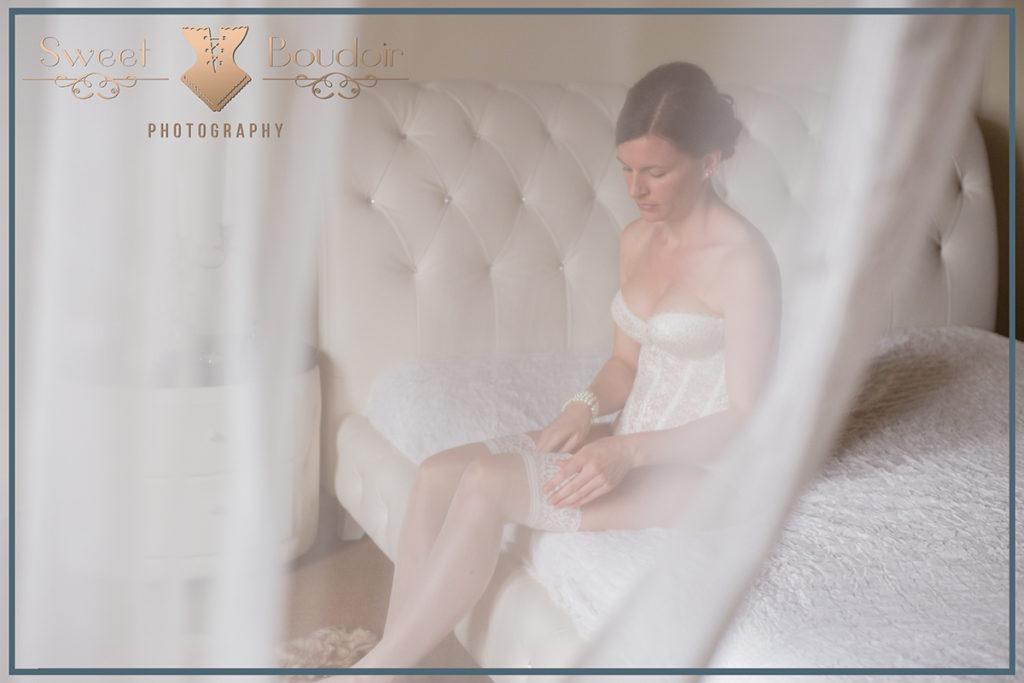 detail trouwschoenen tijdens boudoir reportage