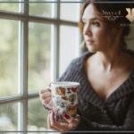 genieten van een kop thee tijdens boudoir reportage